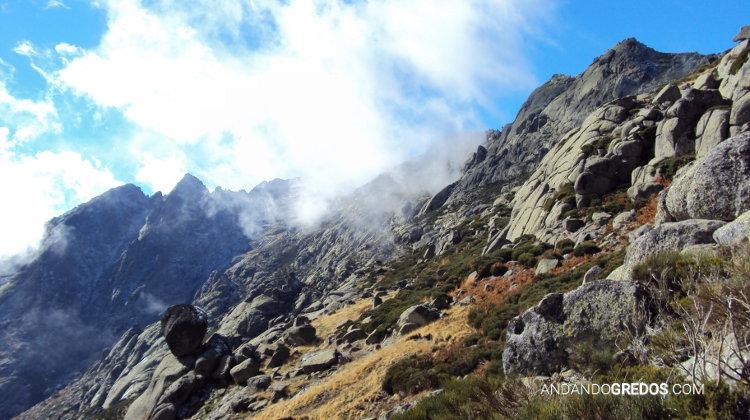 Don Servando Y Gran Galayo entre niebla